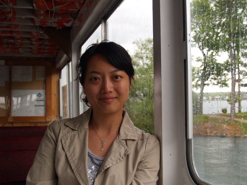 吃饱了腐败的早餐,到码头坐船游览千岛.